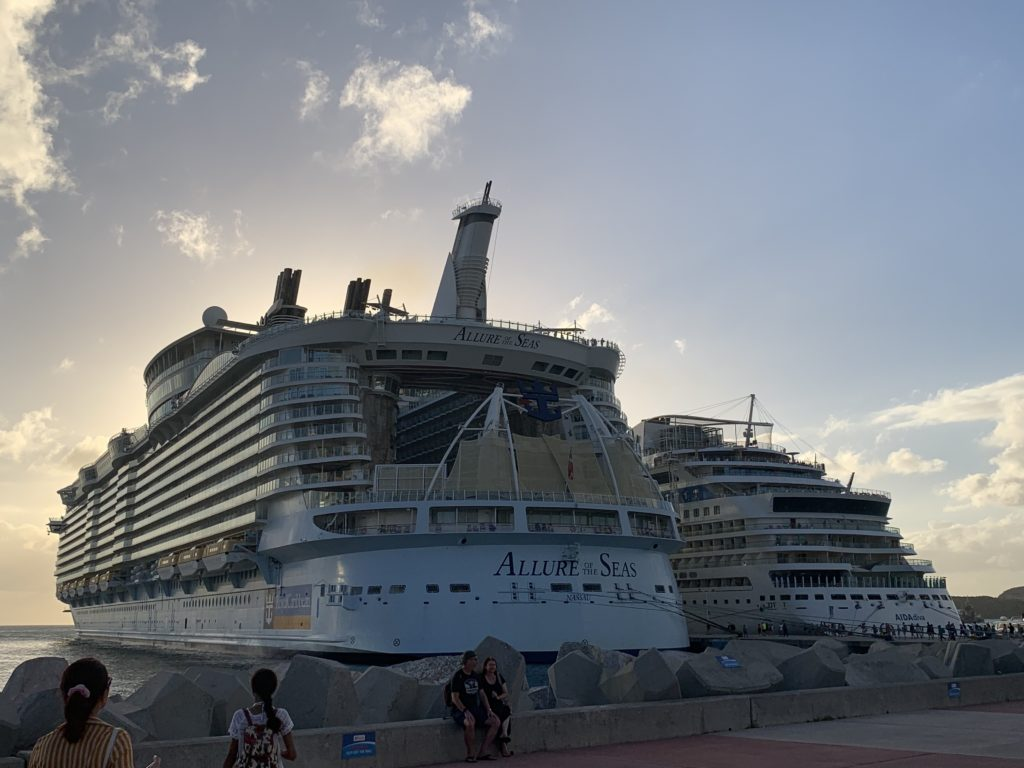 Allure of the Seas liegt in St. Maarten
