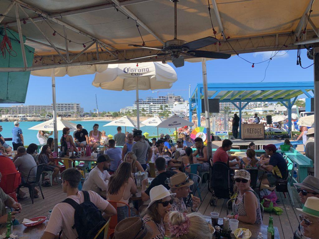 Strandbar auf St. Maarten an Maho Beach